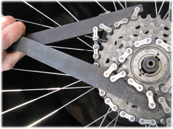 Using two chain whips to remove the outer sprocket