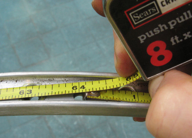 Measuring the circumference of a rim